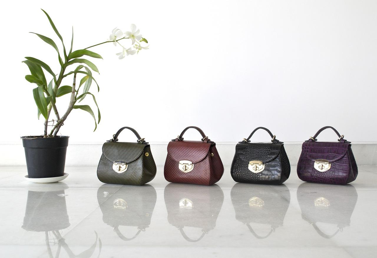 Czym kierować się wybierając torebkę na prezent?