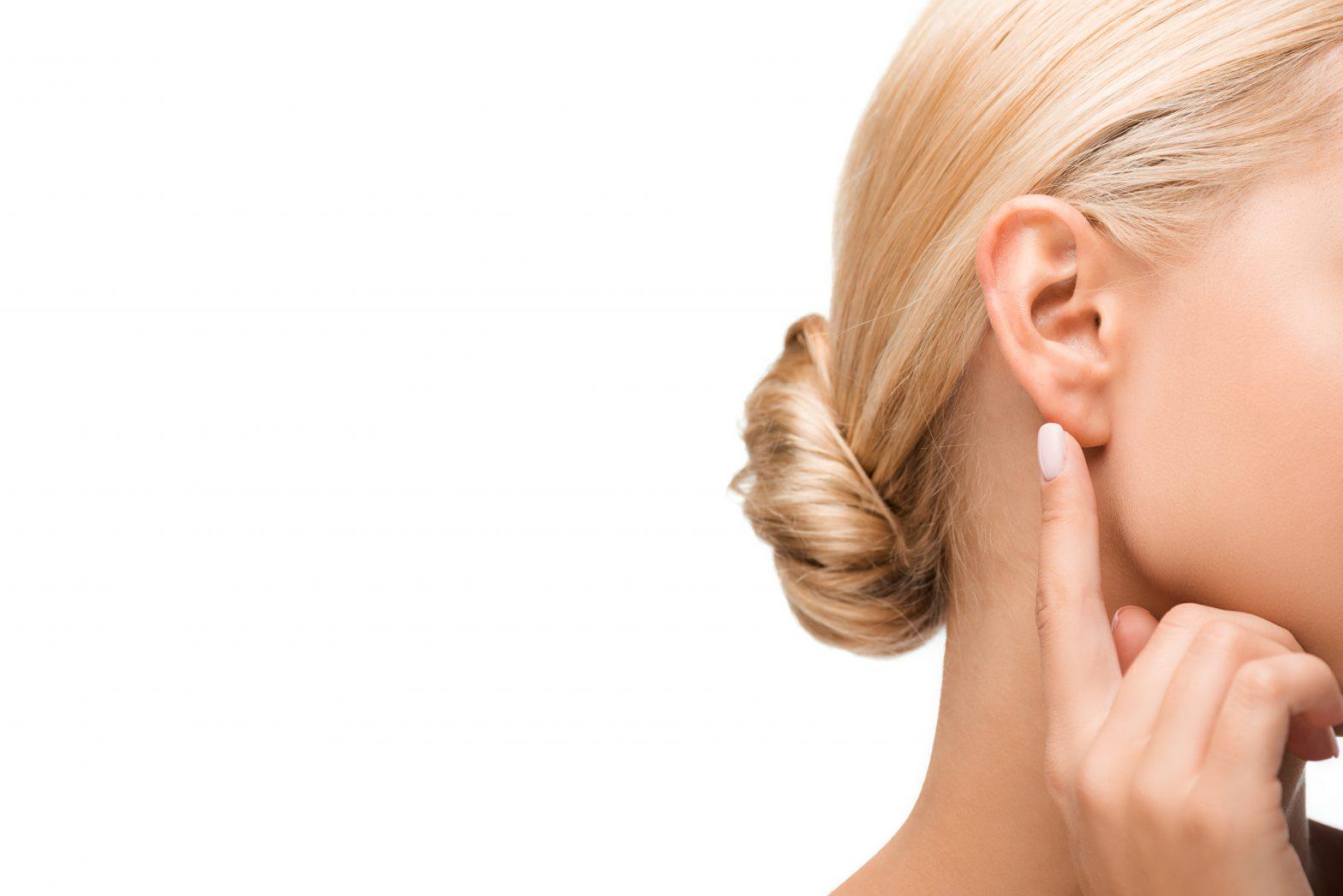Jak odetkać zatkane uszy?