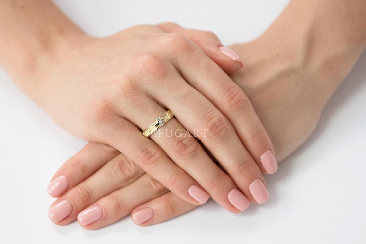 Pierścionek różaniec - jak nosić i co oznacza?